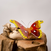 Herinneringsbeeld Atlasvlinder met asverwerking in glas, kleurrijk gedenkobject van glas