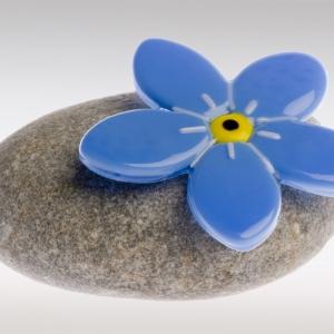 Mini urn met vergeet-mij-nietje van glas
