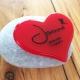 Mini-urn hart gepersonaliseerd met naam en datums