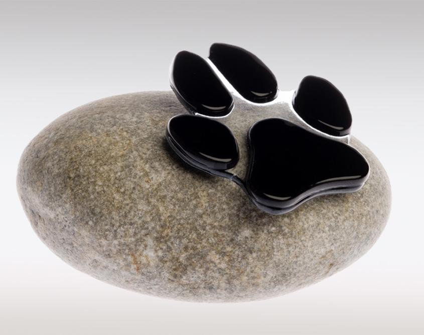 Dierenurn pootafdruk hond - natuurstenen urn met pootafdruk van glas uit de collectie handgemaakte mini urnen van Dierbaar Glas
