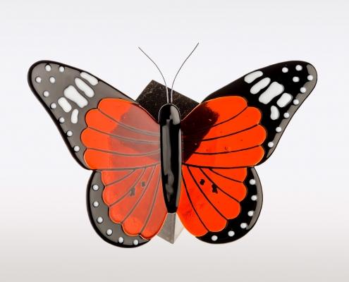 Urn met vlinder van rood oranje glas