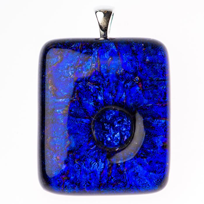 Ashanger van blauw glas