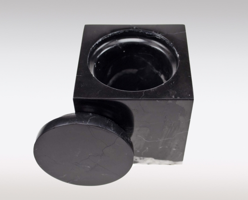 Cubos urn Nero Marquina open