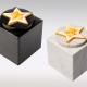 Witte en zwarte marmeren urn met geel oranje ster van glas