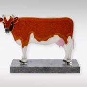 Herinneringsbeeld Fries bonte koe van glas met crematie-as
