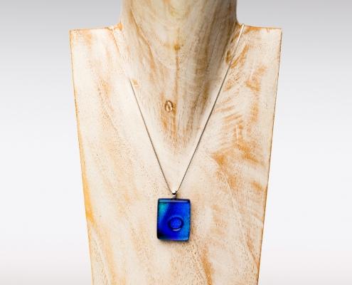 Uniek kleurrijk gedenksieraad van blauw glas